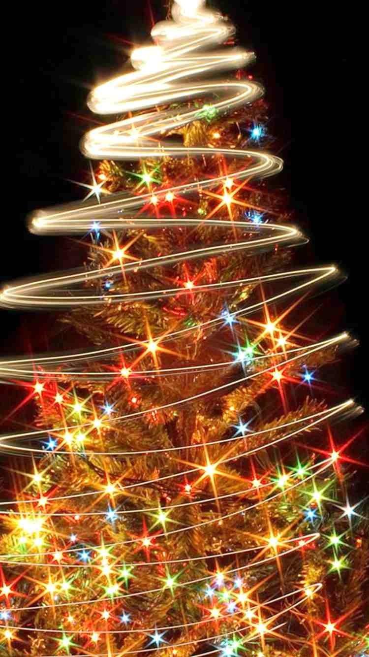 Décoration participative : Des sapins à décorer en famille pour les fêtes de fin d'année