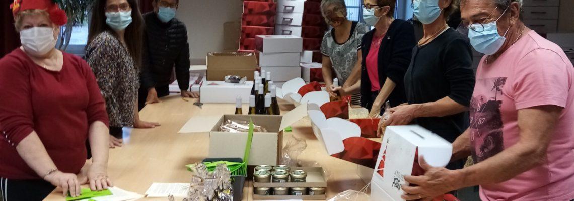 Préparation des colis de Noël par les membres du CCAS
